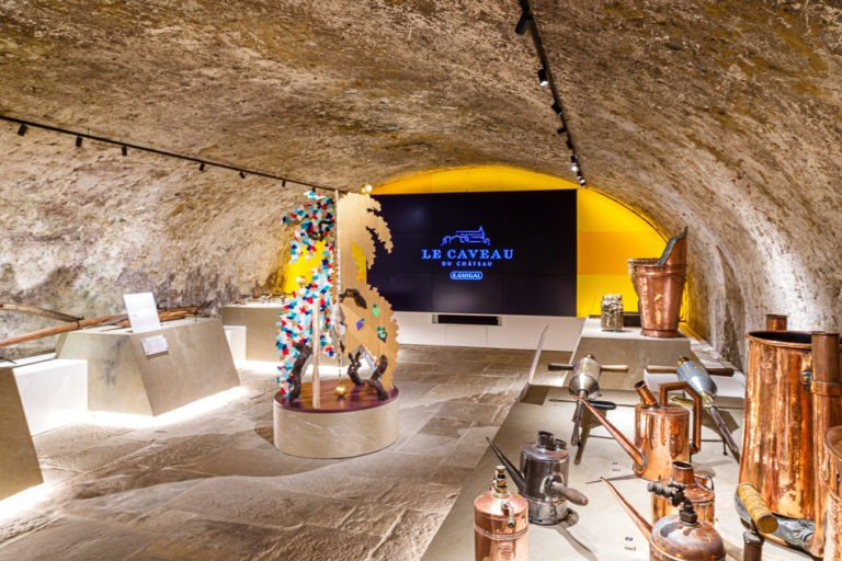 Extend the tasting experience by discovering the Caveau Museum!
